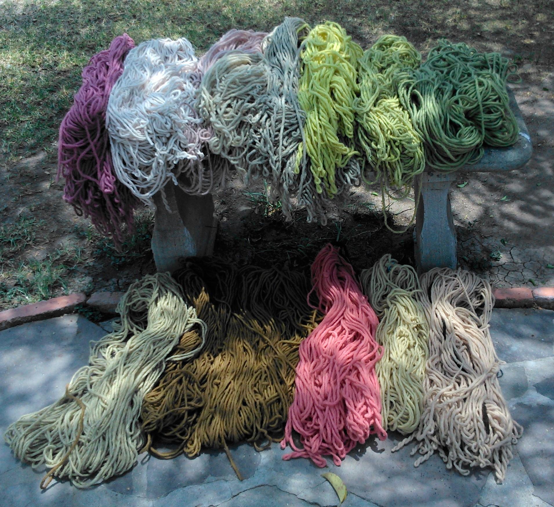 lana teñido con tintes vegetales